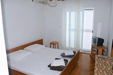 Milna, Bedroom in the room, dostupna klima i WIFI.