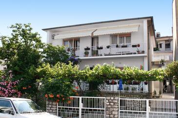 Selce, Crikvenica, Объект 5550 - Апартаменты вблизи моря с галечным пляжем.