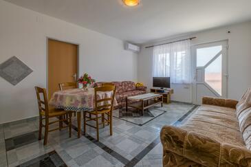 Dramalj, Obývací pokoj v ubytování typu apartment, dostupna klima i WIFI.