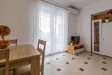 Dramalj, Jídelna v ubytování typu apartment, dostupna klima i WIFI.