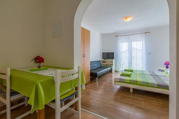 Dramalj, Dining room in the studio-apartment, dopusteni kucni ljubimci i WIFI.