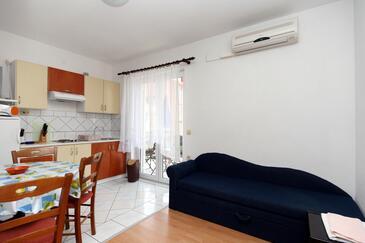Crikvenica, Jídelna v ubytování typu apartment, klimatizácia k dispozícii, domácí mazlíčci povoleni a WiFi.