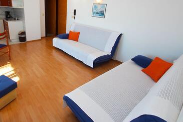 Crikvenica, Dnevni boravak u smještaju tipa apartment, dostupna klima, kućni ljubimci dozvoljeni i WiFi.