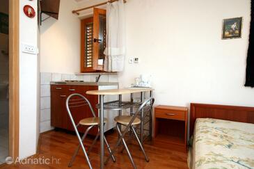 Crikvenica, Dining room in the studio-apartment, WIFI.
