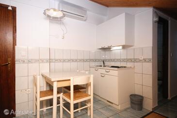 Crikvenica, Blagovaonica u smještaju tipa studio-apartment, kućni ljubimci dozvoljeni i WiFi.
