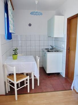 Crikvenica, Dining room in the studio-apartment, WIFI.