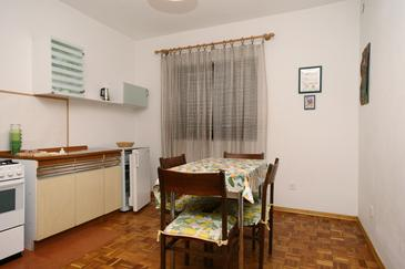 Crikvenica, Dining room in the apartment, WIFI.