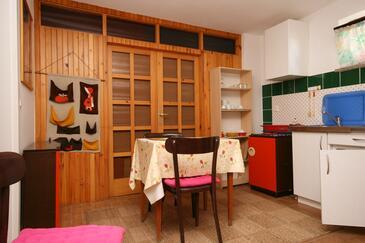 Crikvenica, Jídelna v ubytování typu studio-apartment, s klimatizací a WiFi.