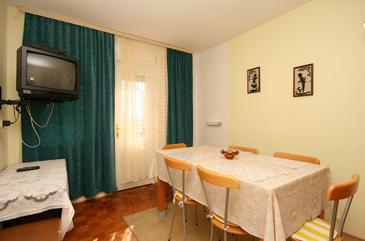 Selce, Dining room in the apartment, dostupna klima i WIFI.