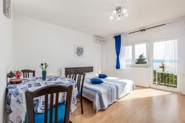 Klenovica, Pokój dzienny w zakwaterowaniu typu apartment, Dostępna klimatyzacja, zwierzęta domowe są dozwolone i WiFi.