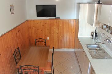 Klenovica, Jídelna v ubytování typu apartment, domácí mazlíčci povoleni a WiFi.