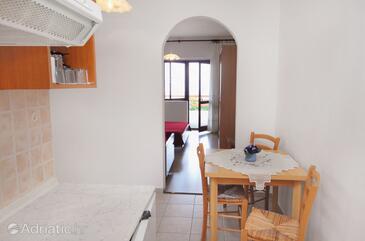 Klenovica, Jídelna v ubytování typu studio-apartment, domácí mazlíčci povoleni a WiFi.