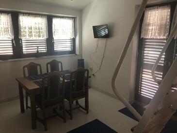 Klenovica, Jedáleň v ubytovacej jednotke apartment, dostupna klima i dopusteni kucni ljubimci.