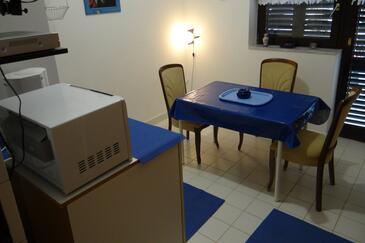 Klenovica, Dining room in the apartment, dostupna klima.