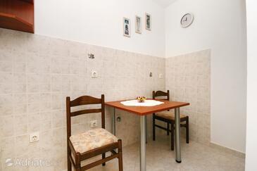Novi Vinodolski, Jídelna v ubytování typu studio-apartment, WiFi.