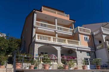 Dramalj, Crikvenica, Объект 5594 - Апартаменты с галечным пляжем.
