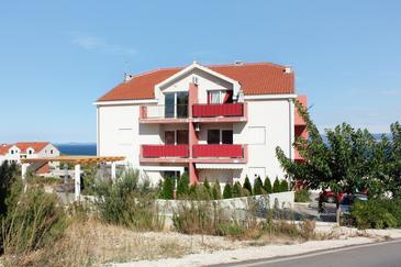 Supetar, Brač, Obiekt 5607 - Apartamenty ze żwirową plażą.