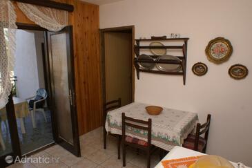 Splitska, Dining room in the apartment.