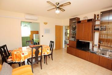 Supetar, Living room in the apartment, dostupna klima, dopusteni kucni ljubimci i WIFI.