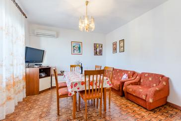 Mirca, Dining room in the apartment, dostupna klima.