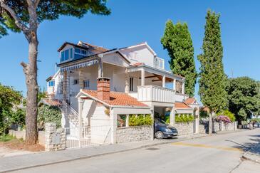 Mirca, Brač, Объект 5613 - Апартаменты вблизи моря с галечным пляжем.