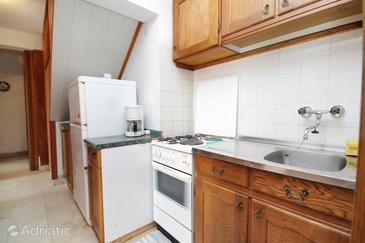 Sumartin, Kitchen in the apartment, (pet friendly) and WiFi.
