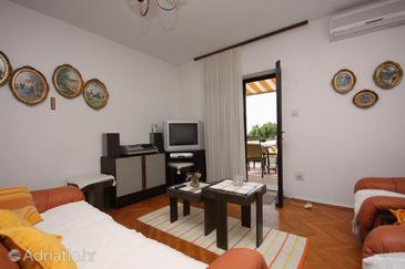 Sumartin, Living room in the apartment, dostupna klima i WIFI.