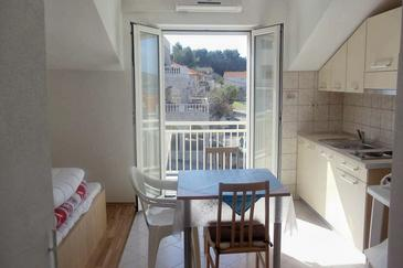 Sumartin, Dining room in the studio-apartment, air condition available and WiFi.