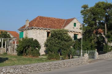 Nerežišća, Brač, Property 5626 - Apartments with pebble beach.