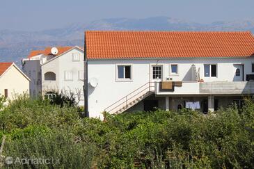 Supetar, Brač, Property 5627 - Apartments with pebble beach.
