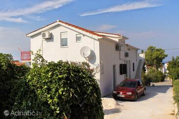 Sutivan, Brač, Property 5629 - Apartments with pebble beach.
