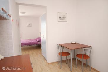 Bol, Dining room in the studio-apartment, WIFI.