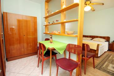 Sumartin, Jadalnia w zakwaterowaniu typu studio-apartment.