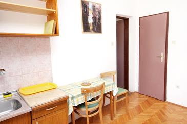 Sumartin, Dining room in the studio-apartment, WIFI.
