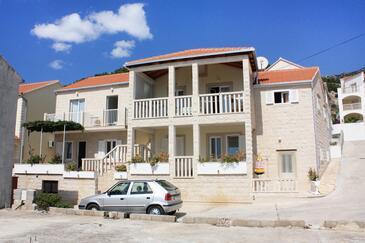 Bol, Brač, Obiekt 5641 - Apartamenty ze żwirową plażą.