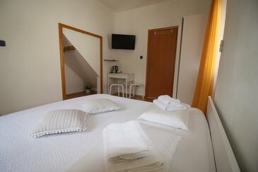 Sumartin, Bedroom in the room, air condition available and WiFi.