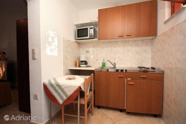 Supetar, Kitchen in the studio-apartment, dopusteni kucni ljubimci.