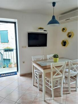 Supetar, Dining room in the apartment, air condition available and WiFi.