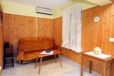 Postira, Living room in the apartment, dostupna klima i WIFI.