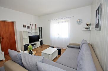 Supetar, Obývací pokoj v ubytování typu apartment, domácí mazlíčci povoleni a WiFi.