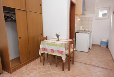 Splitska, Jadalnia w zakwaterowaniu typu studio-apartment, WIFI.