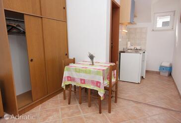 Splitska, Dining room in the studio-apartment, WIFI.