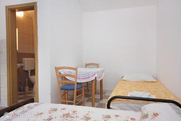 Splitska, Dining room in the studio-apartment, dopusteni kucni ljubimci i WIFI.