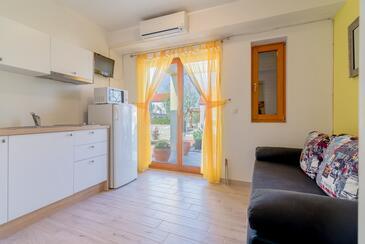Nin, Obývací pokoj v ubytování typu apartment, s klimatizací a WiFi.
