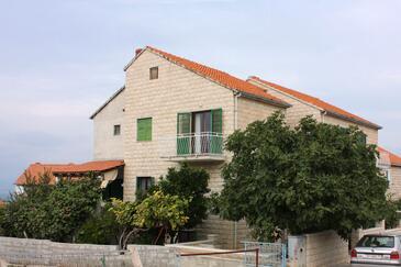 Supetar, Brač, Obiekt 5667 - Apartamenty ze żwirową plażą.