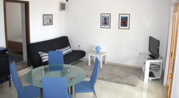 Splitska, Living room 1 in the house, air condition available, (pet friendly) and WiFi.