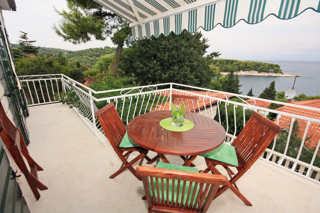 Haus im Ort Splitska (Bra?), Kapazität6+1 Ferienhaus in Kroatien