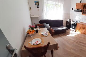 Sućuraj, Comedor in the apartment, air condition available y WiFi.