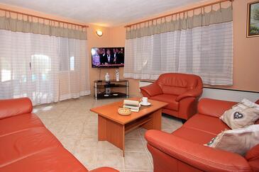 Škrip, Pokój dzienny w zakwaterowaniu typu house, dostupna klima i WIFI.