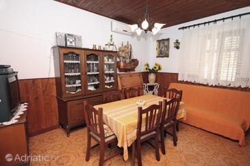 Milna, Dining room in the apartment, dostupna klima, dopusteni kucni ljubimci i WIFI.